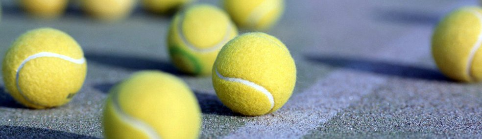 Dołącz do nas już dziś - Zapraszamy wszystkie osoby bez względu na wiek i umiejętności do udziału w zajęciach z tej pięknej dyscypliny sportu jakim jest tenis ziemny. Zajęcia prowadzone są w odpowiednio dobranych grupach pod względem wieku i umiejętności, oraz indywidualnie pod okiem wykwalifikowanego trenera tenisa, absolwenta AWF.
